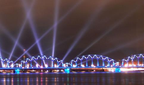 Daugava nehri üzerindeki Demir Köprü, Riga